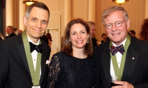 From left, author Mark Sutcliffe with his wife, Ginny, along with Canadian journalist Jeffrey Simpson at the Politics and the Pen dinner held Wednesday, May 9, 2018. Photo by Caroline Phillips