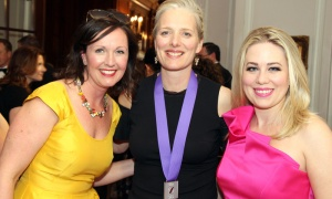From left, Caitlin Workman with Environment Minister Catherine McKenna and Mercedes Stephenson, parliamentary correspondent for CTV National News, at the Politics and the Pen dinner. Photo by Caroline Phillips